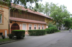 A Maros utca a Tímár-házzal